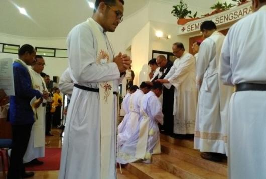 Misa 3 Diakon CP menjadi Imam di Bandulan Barat, Malang- Sabtu 28- 10- 2017 Uskup Pidyarto (49)