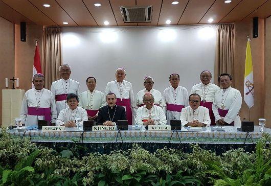 Dauta Vatikan bersama para uskup