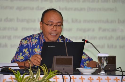 Pastor Doktor Peter C Aman OFM