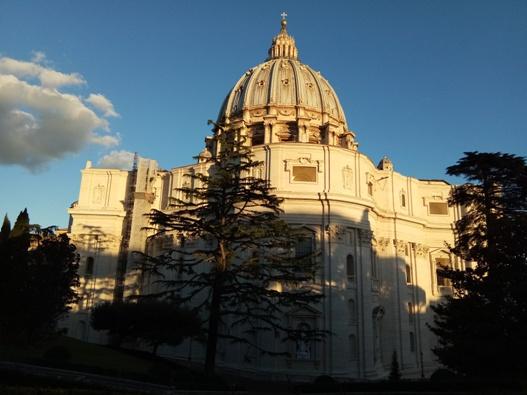 Bagian belakang Basilika Santo Petrus diambil dari Vatikan/PEN@ Katolik/pcp