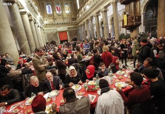 Makan Siang Natal bersama orang miskin di Basilika Santa Maria di Trastevere, Roma