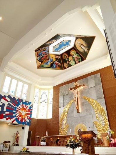 ALTAR dan panti imam