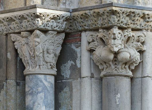 800px-Capital_of_Original_sin_and_Capital_of_the_lions_-_Porte_Miègeville_-_Basilica_of_Saint-Sernin