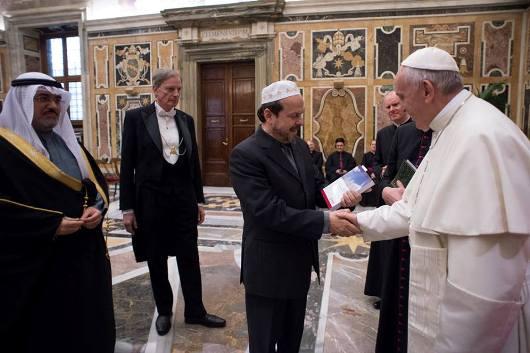 Paus dengan peserta Konferensi Mengatasi kekerasan yang dilakukan atas nama agama