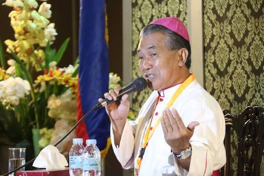 Mgr Agus dalam simposium di Manila6