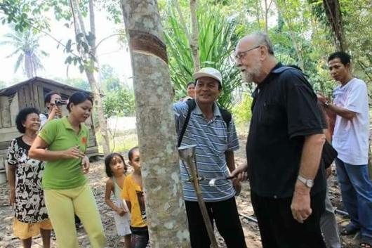 P. Yeri bersama umat d perkebunan getah