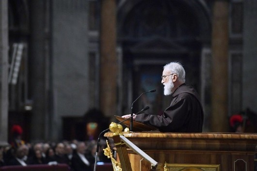 Pengkhotbah Rumah Kepausan Pastor Raniero Cantalamessa OFMCap membawakan homili