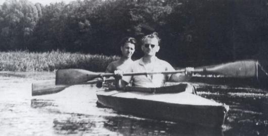 Karol Wojtyla berkano di Sungai Drawa, 1955.