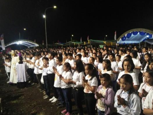 Berkat untuk para Remaja Rasul Rosario. Foto A Ferka