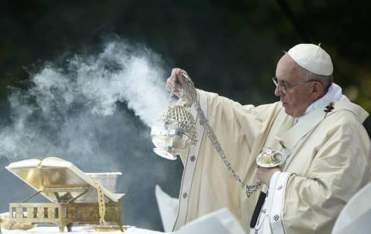 Paus Fransiskus dalam sebuah Misa Kanonisasi Tempat Ziarah  Nasional Maria Dikandung Tanpa Noda di Washington    REUTERS