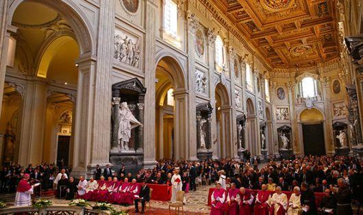 Presiden Perancis Emmanuel Macron menerima warisan gelar Kanon Kehormatan dari Basilika Lateran/Daily Express