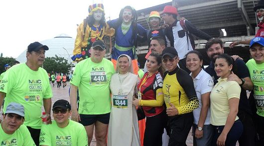 Sister Carmen dengan beberapa peserta Semi Maraton Cúcuta/Foto Courtesy:  Para Suster Trovadoras Ekaristi