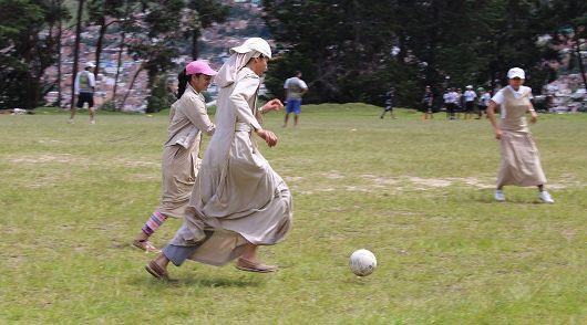 Para suster bermain sepakbola/Foto Courtesy:  Para Suster Trovadoras Ekaristi