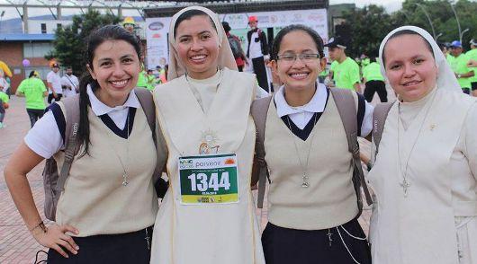 Sister Carmen dengan dua postulan dari komunitasnya/Foto Courtesy: Para Suster Trovadoras Ekaristi