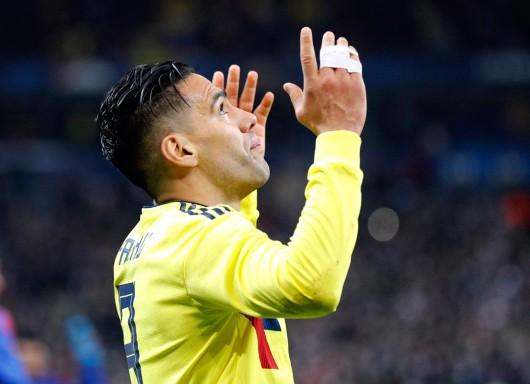"Radamel Falcao, Kolumbia Penyerang yang sungguh beriman ini mempelajari Alkitab dan berdoa sebelum setiap pertandingan, dan berusaha melibatkan teman-teman timnya. Saat mencetak gol, dia mengangkat kausnya untuk memperlihatkan t-shirt bertuliskan, ""Dengan Yesus Anda tidak akan pernah sendirian."" (AP, 8/13)"