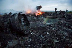 UKRAINE++Plane Foto AP Dmitry Lovetsky
