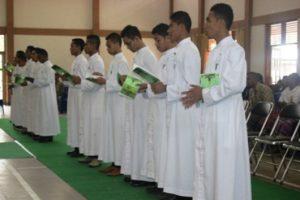 13 Frater SVD Nenuk Ucapkan Janji Kaul I di Aula Santo Arnoldus Yanssen, Jumat 15- 8- 2014