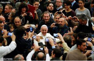 Paus dan Karyawan