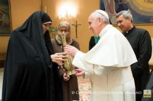 Paus dan Iran tentang perempuan