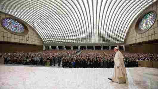 Paus tiba untuk audiensi dengan para anggota UCIIM