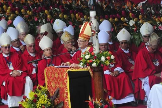Kardinal Amato memimoin perayaan beatifikasi Oscar Romero