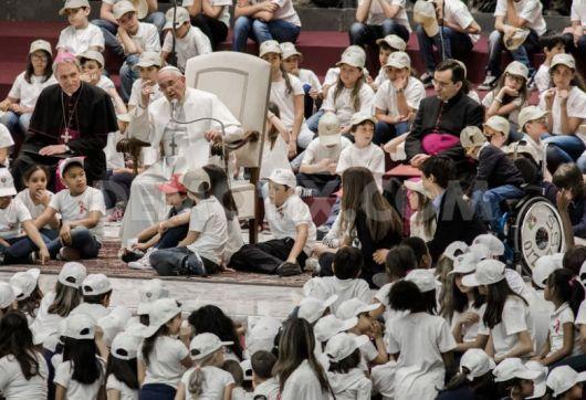 Paus dan anak-anak2