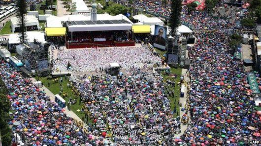 Umat Katolik saat perayaan beatifikasi Oscar Romero
