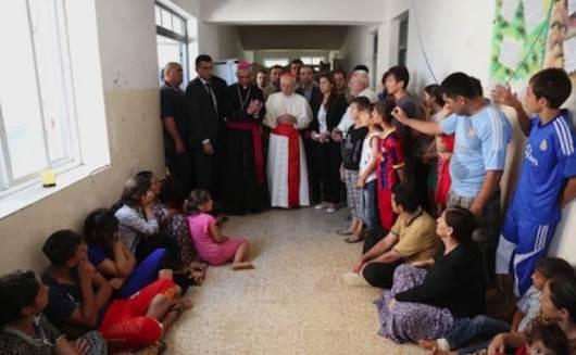 Kardinal Filoni mengunjungi sekolah yang menampung umat Kristen dan Yazidis