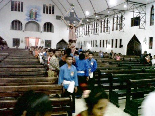 Umat arak salib misi OMK (4)
