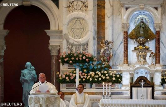 Paus Fransiskus di Basilika Virgen de la Caridad del Cobre diambil dari Reuters