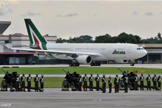 Paus mengirim telegram dari pesawat Alitalia yang melayani Paus ke Cuba ini