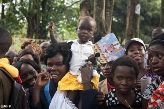 Kaum muda dari seluruh negara Uganda datang untuk menemui Paus