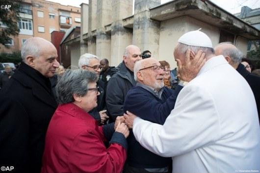 Paus kunjungi Panti Jompo