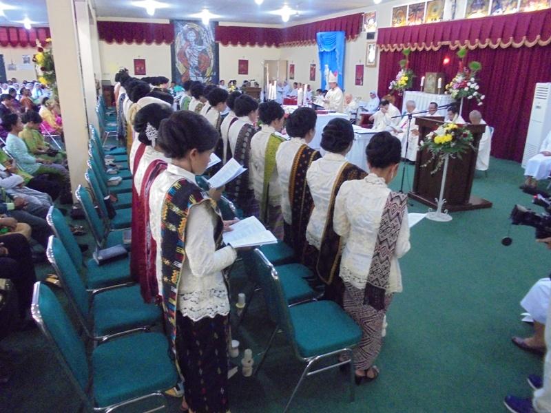 umat mengikuti misa Kaul Kekal ke-44 Suster ALMA (1)