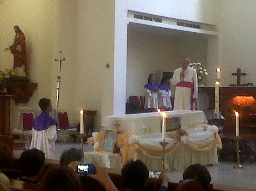 uskup-manado-sambut-jenasa-pastor-yori
