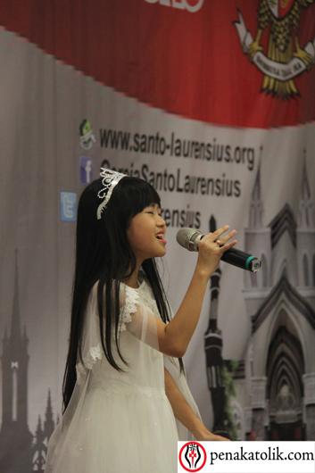 Sherina (seorang murid muslim dari SD Katolik Tarakanita Gading Serpong)