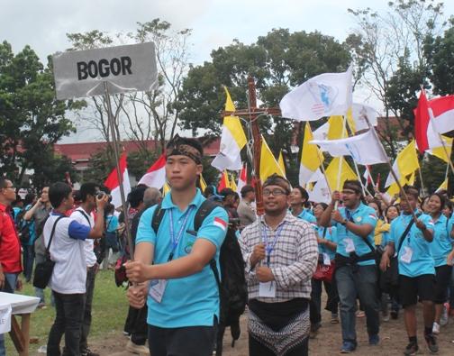 OMK Keuskupan Bogor dalam parade IYD 2016 di Manado. Foto PEN@ Katolik