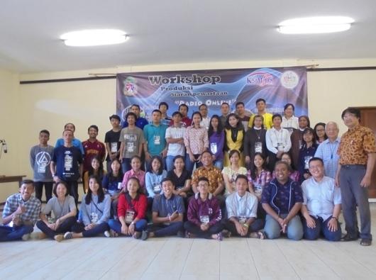 Peserta Workshop Siaran Pewartaan Radio Online Foto Bersama, Sabtu (25- 2- 2017) di Pondok Rohani Santa Theresia Lisieux, Tidar Malang (2)
