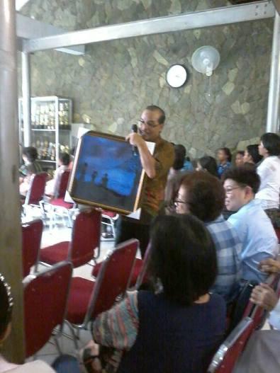 Lukisan karya Marsella ini dilelang dengan harga tertinggi 5,2 juta rupiah yang disumbangkan untuk pembangunan kompleks seminari dan Rumah UNIO Keuskupan Bogor.