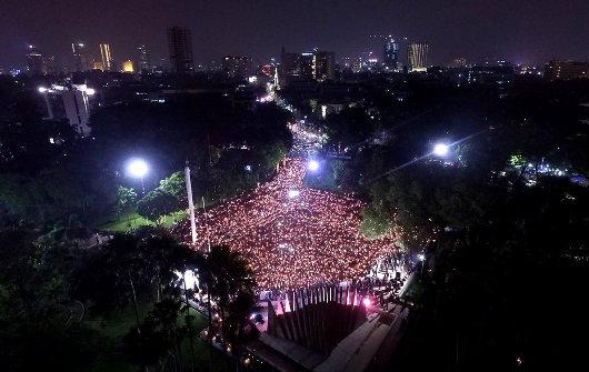 TIRTO.ID » FOTO » Lilin Solidaritas untuk Ahok di Tugu Proklamasi