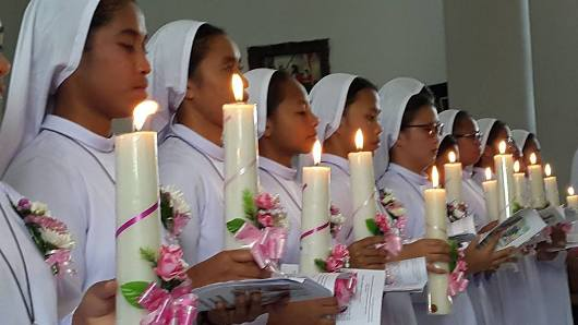 12 postulan JMJ  menerima busana rohani. Foto: Pastor Terry Ponomban Pr