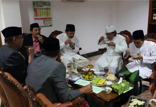 Komisi Hubungan Antaragama dan Kepercayaan Keuskupan Agung Semarang Pastor Aloys Budi Purnomo Pr (kedua dari kanan)