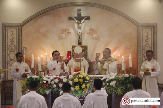 Mgr Rolly di Pineleng (12)