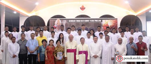Mgr Rolly di Pineleng (17)