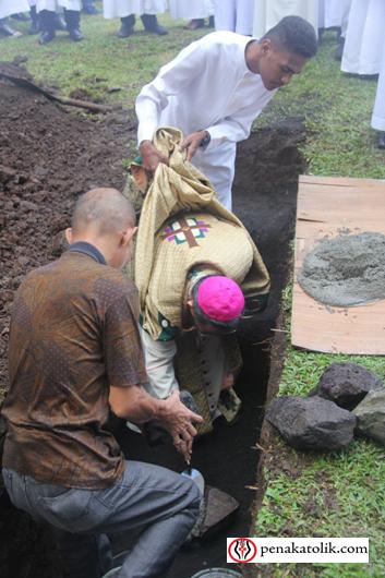 Mgr Rolly di Pineleng (9)