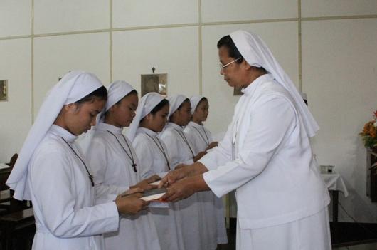 Para novis baru menerima Konstitusi dan Statuta General SFIC