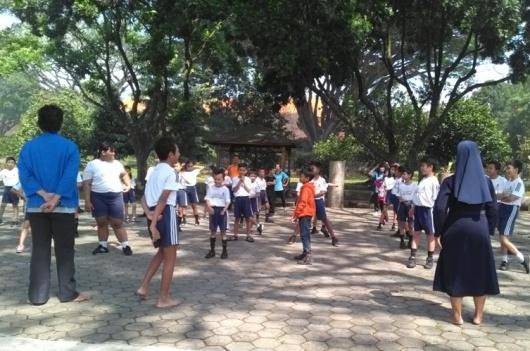 Murid-murid SDK Santo Fransiskus Lawang, sedang latihan THS-THM (2)