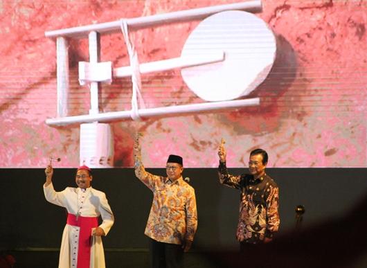 AYD ke-7 ketujuh resmi dibuka oleh Sri Sultan Hamengkubuwono X, Menteri Agama Republik Indonesia Lukman Hakim Saifuddin, dan Mgr Robertus Rubiyatmoko dengan memainkan othok-othok diikuti seluruh peserta