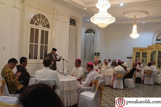 Sekretaris Kedutaan Vatikan untuk Indonesia serta para uskup, pastor, suster, semua keluarga uskup baru dijamu di Rumah Dinas Walikota Pangkalpinang