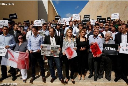 Para wartawan di Valletta, Malta, memprotes pembunuhan wartawan investigatif   Daphne Caruana Galizia, REUTERS
